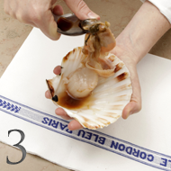 technique to prepare scallops