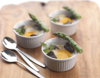 Recipe - Eggs 'en cocotte', green asparagus and morel mushroom cream