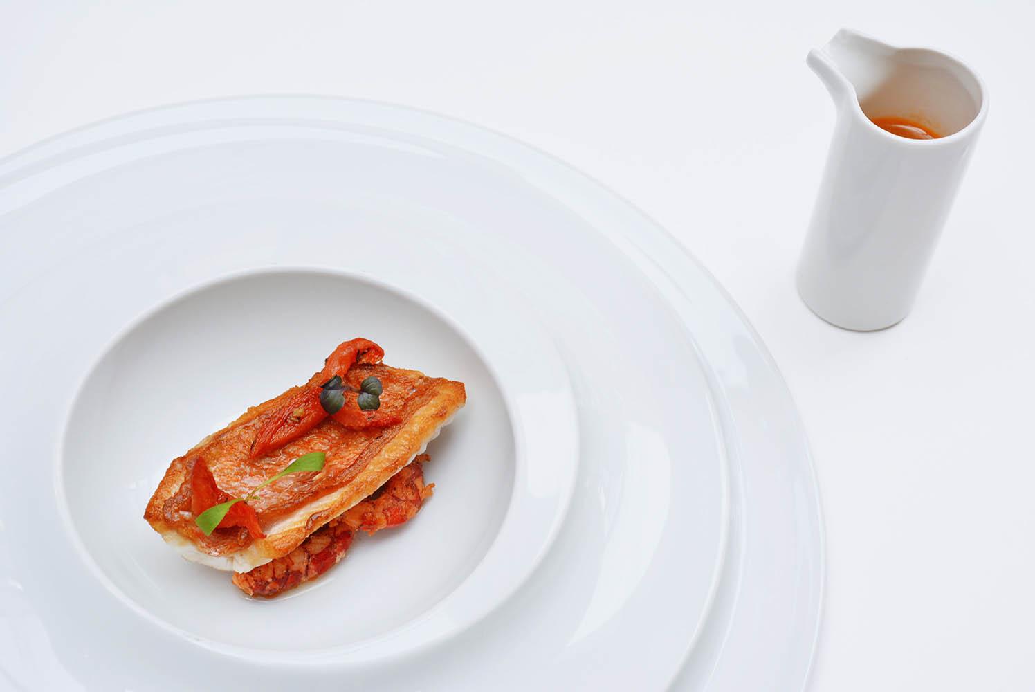 Cabracho, consomé de gambas y tomate confitado