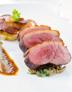 "Recipe - Sautéed duck ""magret"", anna potatoes and wild mushrooms"