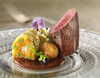 "Recipe - Venison fillet with juniper, spiced wine with chestnuts, vegetable ""chartreuse"""