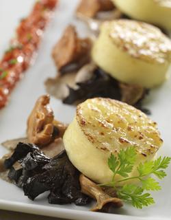 Receita - Nhoque gratinado refeição, cogumelos silvestres salteados e tomates cozidos esmagados