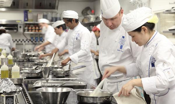 learn cuisine techniques at le cordon bleu london